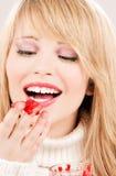 Adolescente feliz con el atasco de frambuesa Foto de archivo libre de regalías