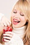 Adolescente feliz con el atasco de frambuesa Imagen de archivo