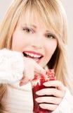 Adolescente feliz con el atasco de frambuesa Fotos de archivo libres de regalías