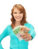 Adolescente feliz con el dinero euro del efectivo Fotos de archivo
