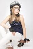 Adolescente feliz con el monopatín Fotos de archivo libres de regalías