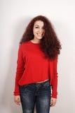 Adolescente feliz con el pelo rizado Foto de archivo