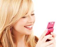 Adolescente feliz con el teléfono celular Imágenes de archivo libres de regalías