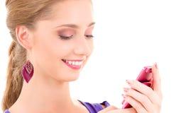 Adolescente feliz con el teléfono celular Fotografía de archivo libre de regalías