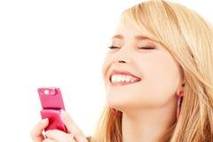 Adolescente feliz con el teléfono celular Imagenes de archivo