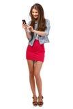 Adolescente feliz con el teléfono celular aislado en blanco Imagen de archivo libre de regalías