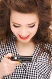 Adolescente feliz con la cámara digital Fotos de archivo libres de regalías