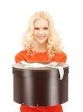 Adolescente feliz con la caja de regalo Imagen de archivo libre de regalías