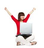 Adolescente feliz con la computadora portátil Imagen de archivo