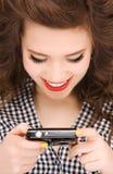 Adolescente feliz con las cámaras digitales Fotografía de archivo libre de regalías