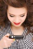Adolescente feliz con las cámaras digitales Imagenes de archivo