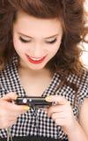 Adolescente feliz con las cámaras digitales Fotos de archivo libres de regalías