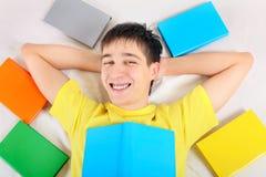 Adolescente feliz con libros Fotos de archivo libres de regalías