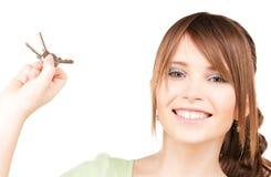 Adolescente feliz con llaves Fotografía de archivo libre de regalías