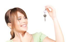 Adolescente feliz con llaves Fotografía de archivo