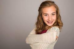 Adolescente feliz con los apoyos Fotos de archivo libres de regalías