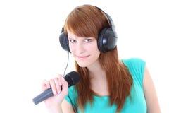 Adolescente feliz con los auriculares y el micrófono Foto de archivo libre de regalías