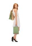Adolescente feliz con los bolsos de compras Imagen de archivo libre de regalías
