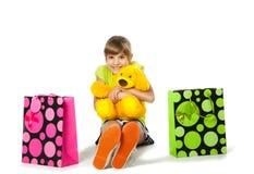 Adolescente feliz con los bolsos de compras Imagen de archivo
