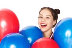 Adolescente feliz con los globos del helio Fotografía de archivo