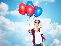 Adolescente feliz con los globos del helio Imágenes de archivo libres de regalías