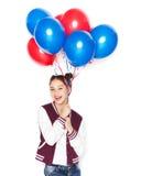 Adolescente feliz con los globos del helio Fotos de archivo libres de regalías