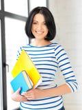 Adolescente feliz con los libros y las carpetas Fotos de archivo libres de regalías