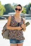 Adolescente feliz con PC y la mochila de la tableta Fotografía de archivo libre de regalías