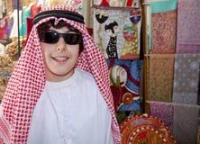 Adolescente feliz con ropa árabe Imagen de archivo
