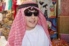 Adolescente feliz con ropa árabe Foto de archivo libre de regalías
