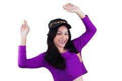 Adolescente feliz con ropa moderna del estilo Imagenes de archivo