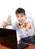 Adolescente feliz con un dinero Fotos de archivo libres de regalías