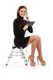 Adolescente feliz del estudiante que se sienta en la escalera con PC de la tableta Fotos de archivo libres de regalías