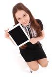 Adolescente feliz del estudiante que se sienta en la escalera con PC de la tableta Imagen de archivo