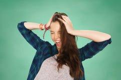 Adolescente feliz del estudiante que se sostiene para dirigir Fotos de archivo libres de regalías