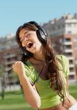 Adolescente feliz en auriculares Imagen de archivo