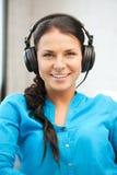 Adolescente feliz en auriculares grandes Imagen de archivo libre de regalías