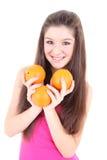Adolescente feliz en color de rosa con las naranjas Fotografía de archivo libre de regalías
