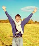 Adolescente feliz en el campo Imágenes de archivo libres de regalías