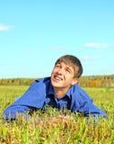 Adolescente feliz en el campo Foto de archivo libre de regalías