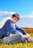 Adolescente feliz en el campo Fotos de archivo