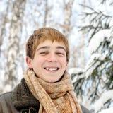 Adolescente feliz en el invierno Foto de archivo