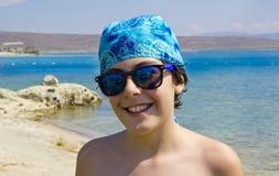 Adolescente feliz en el mar Imagen de archivo libre de regalías