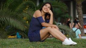 Adolescente feliz en el parque Imagenes de archivo