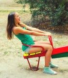 Adolescente feliz en el patio Imagen de archivo