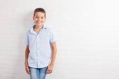 Adolescente feliz en el schoool Fotografía de archivo libre de regalías