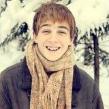 Adolescente feliz en invierno Fotos de archivo