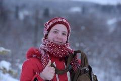 Adolescente feliz en la nieve Fotografía de archivo