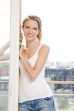 Adolescente feliz en la ventana Imágenes de archivo libres de regalías