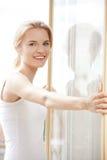 Adolescente feliz en la ventana Imagen de archivo libre de regalías